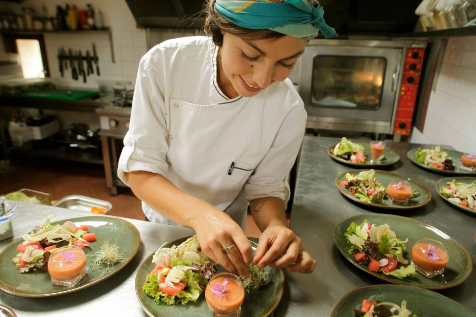 La Campagne St Lazare -  Cheffe Naturopathe Barbara en cuisine